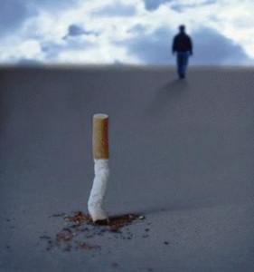 arreter fumer, ex fumeur, cigarette ecrasee, photo de cigarette ecrasée